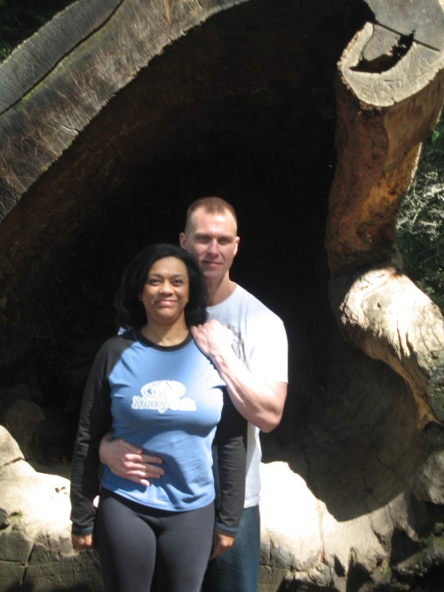 Greg n Laura in redwood stump.jpg (472 KB)